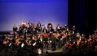 طنین «خوشهچین» و «صدای گل» در تالار وحدت؛-ارکستر ملی به خوانندگی وحید تاج روی صحنه رفت