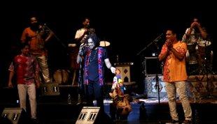 موسیقی بوشهر در تالار وحدت طنینانداز شد؛-اجرای پرشور «لیان» در حضور محمود دولتآبادی
