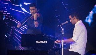 -پیانونوازی محسن یگانه در شب خاطرهانگیز سالن میلاد