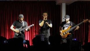 -اجرای قطعات ماندگار راک در کنسرت گروه امیر دانایی