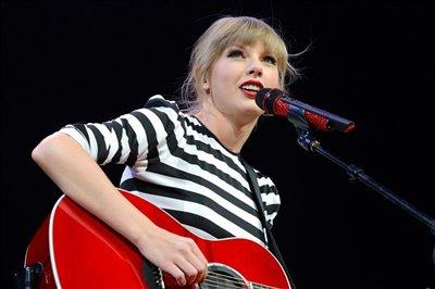 آمارهای جالب از نوازندگان گیتار / نیمی از نوازندگان جدید زنان هستند