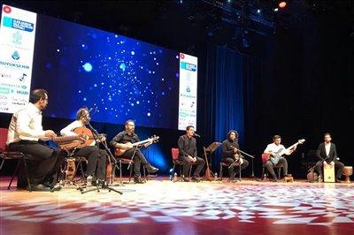 کنسرت همایون در استانبول برگزار شد / پیام خواننده ترک به استاد شجریان