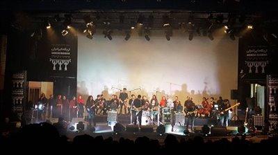 شهاب صادقی با همراهی ارکستر زهی نواخت
