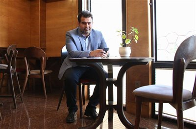 يادداشت حسين جمالي برای یک گالری/  سوژه هايي كوچك كه با چشم شيشه اي خالق اش بزرگ نمايي شده اند