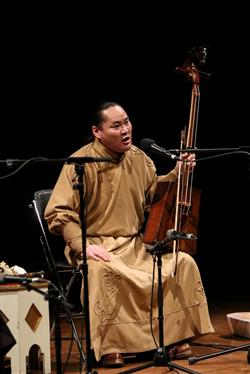 اجرای تریوی اِکسیکلن از کشور مغلوستان در جشنواره موسیقی فجر