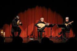 آوازخوانی کلاسیک مارکو بیزلی با عود و گیتار