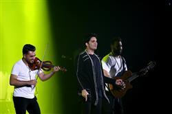فرزاد فرزین «شانزلیزه» را اجرا کرد