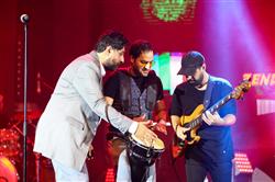 محمد علیزاده پس از ماهها روی صحنه رفت